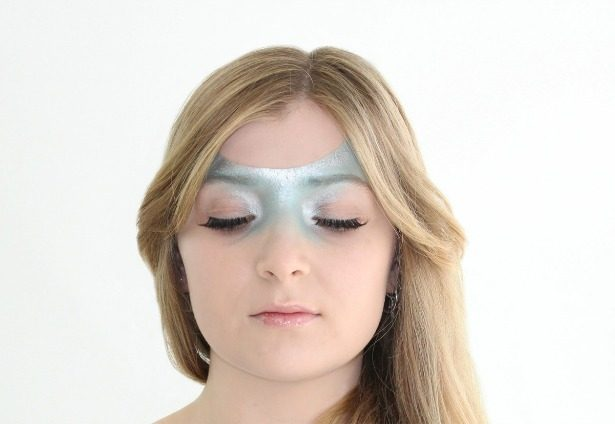 Esther-Palma-Comunicacion-Mery-Make-Up-maquillaje-azul-serenity-color-primavera (2)