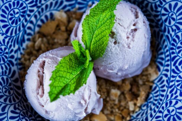 ¿Quién puede resistirse a un helado de violetas? Image