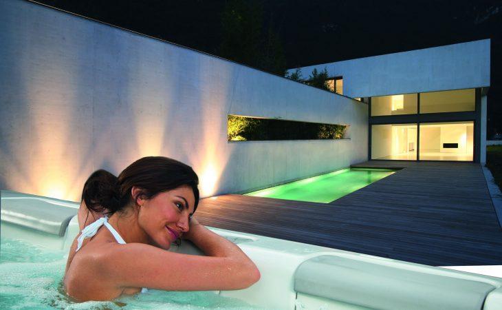 El placer de un baño al aire libre en una spa Villeroy & Boch Image