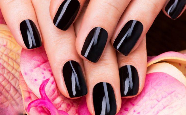 El negro triunfa en tus uñas Image