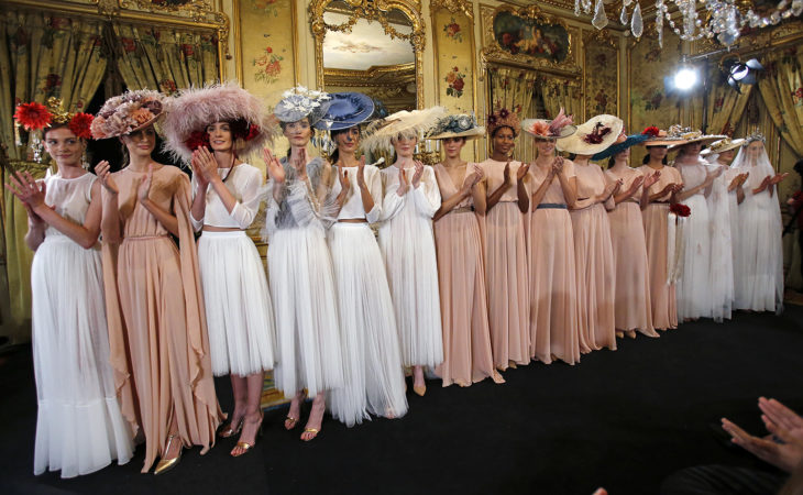 By Loleiro, la firma de tocados de Tenerife Moda enamora en la Pasarela Atelier Couture Image