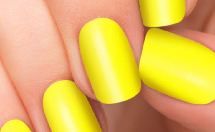 Cómo combinar el amarillo en tus uñas Image