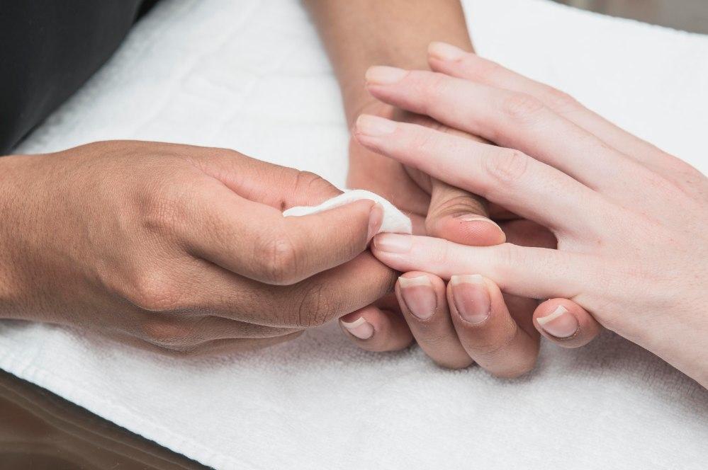 Preparando manicura en Twenty NLB