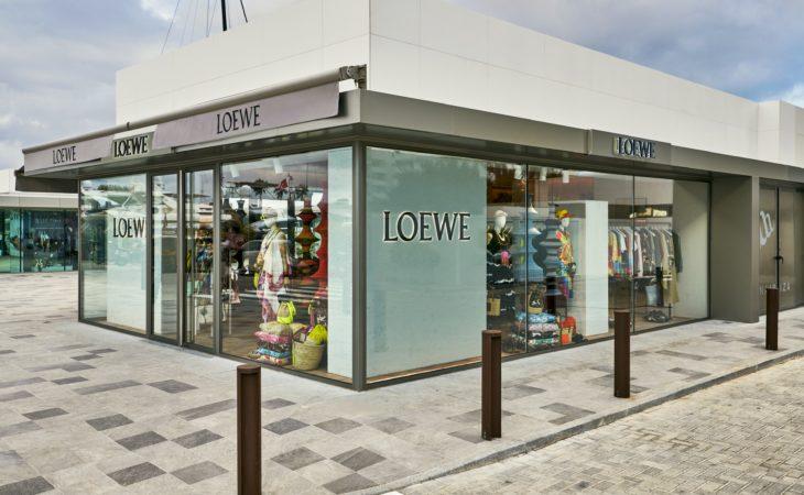LOEWE abre tiendas en Ibiza y Saint Tropez Image