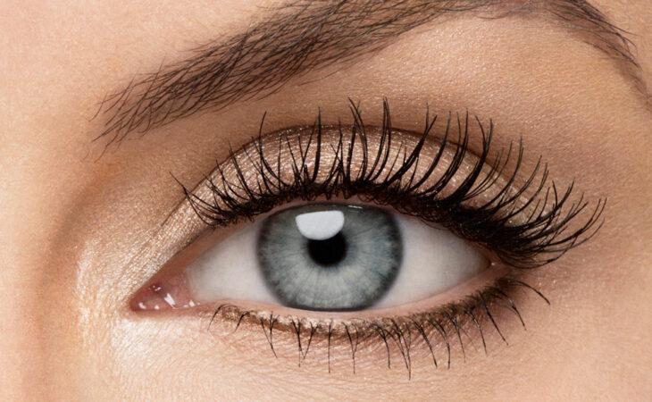 Revlon presenta las 5 verdades de hábitos de maquillaje Image